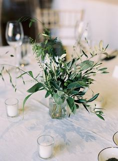 Centerpiece size and greenery - love the simplicity