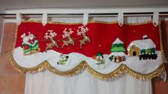 Cenefa navideña  Casa Christmas Projects, Diy And Crafts, Christmas Crafts, Christmas Valances, Handmade Christmas Decorations, Holiday Decor, Curtain Trim, Baby Door, Diy Curtains