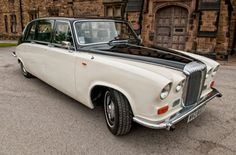 Our Old English Ivory Daimler Limousine makes an eye catching traditional wedding car it has plenty of leg room for even the Grandest of dresses!