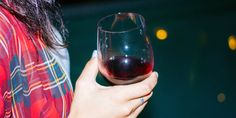 """""""Why are you still single? You're such a nice girl."""" 12 Kinds of Wine Drunk You Get when You're Home For The Holidays. #wine Wine Drinks, Alcoholic Drinks, Cocktails, Red Wine Benefits, Wine Jokes, Wine Magazine, Buy Wine Online, Wine Deals, Cheap Wine"""