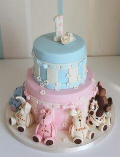gâteau anniversaire pour bébé 1 an en rose et bleu pastel