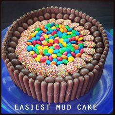 Recipe, Easiest Mud Cake: Baking project for the weekend? Chocolate Lollies, Chocolate Mud Cake, Cooking Chocolate, Köstliche Desserts, Delicious Desserts, Creative Desserts, Yummy Food, Cupcakes, Cupcake Cakes