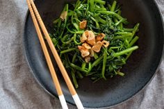 Water Spinach, Seaweed Salad, Stir Fry, Fries, Fox, Vegetables, Cooking, Ethnic Recipes, Browning