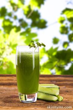 One smoothie and 7 super foods!  #superfoods #smoothie