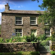 The chocolate box exterior of Fell View Cottage, one of the finest luxury holiday cottages in the Yorkshire Dales