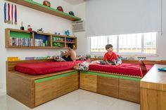 O presente para os irmãos Miguel e Bernardo estava decidido: nada de festa esse ano. A dupla quis um quarto de gêmeos novinho, feito pela EGG INTERIORES.