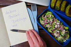 Brokkolibratlinge mit Gurkensalat für unterwegs. Ein super Snack, wenn man vor hat, sich ausgewogen zu ernähren aber nur ungesunde Fressbuden zu finden sind