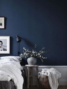Best Modern Blue Bedroom for Your Home - bedroom design inspiration - bedroom design styles - bedroom furniture ideas - A modern motif for your bedroom can be simply achieved with bold blue wallpaper in an abstract layout as well as patterned bedlinen. Navy Blue Rooms, Dark Blue Bedrooms, Dark Blue Walls, Navy Blue Decor, Dark Blue Living Room, Blue Bedroom Decor, Bedroom Colors, Modern Bedroom, Navy Bedroom Walls