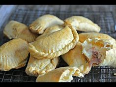 Want to learn how to make empanadas? Try this easy recipe for wheat flour empanadas, and fill them with the filling of your choice! Chicken Empanadas, Empanadas Recipe, How To Make Flour, Creamed Potatoes, Hispanic Kitchen, Spanish Dishes, Comida Latina, Cooking On The Grill, Cooking Food