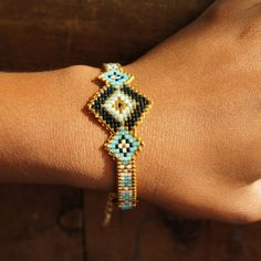 Bracelet terminé !! Qu'en pensez-vous? On vous l'avez promis >>> retrouvez le tuto vidéo sur notre site  lien dans notre bio! #tuto #tutorial #video #bracelet #tissé #perles #beads #Miyuki #metieratisser #tissage #diy #doityourself #handmade #faitmain #bijoux #jewelrygram #instajewelry #perlesandco