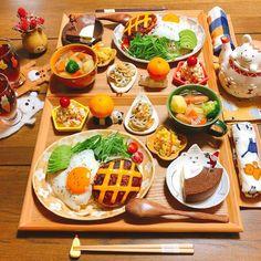 """うめまゆ on Instagram: """"* * 🍴#晩ごはん * *チーズロコモコ *おからの味噌マヨサラダ *蓮根のペペロン炒め *白菜の胡麻酢マリネ *ポトフ *バームクーヘン(ショコラリース) *みかん🍊 * * こんばんは( ¨̮ )॰*✩ * ロコモコで晩ごはんでした☺︎ チーズはマスト◎…"""" B Food, Food Menu, Food Porn, Cute Food, Yummy Food, Breakfast Lunch Dinner, Aesthetic Food, Fabulous Foods, Miniature Food"""