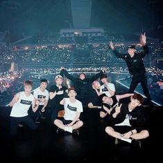 exo for life 💖💖 Kpop Exo, Exo Chanyeol, Exo K, Daily Exo, Exo Group Photo, Exo For Life, Exo Stickers, Exo Anime, Same Old Love