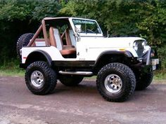 Jeep Discover 1977 Jeep My first vehicle was one of these in gunmetal grey with 35 inch Super Swampers 1997 Jeep Wrangler, Jeep Wrangler Unlimited, Cj Jeep, Jeep Cars, Jeep Truck, Pickup Trucks, Jeep Sport, Auto Jeep, Ford Bronco