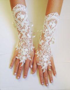 Ivory gold wedding gloves bridal gloves lace by GlovesByJana