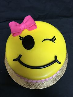 Exclusive Photo of Birthday Cake Emoji . 9th Birthday Cake, Image Birthday Cake, Strawberry Birthday Cake, Birthday Cake With Photo, Birthday Emoji, Emoji Birthday Party Ideas Girls, Bithday Cake, Birthday Fun, Candy Cakes
