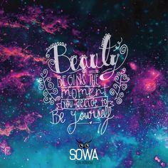 """#FraseDelDía """"La belleza comienza en el momento en que decides ser tu mismo"""""""