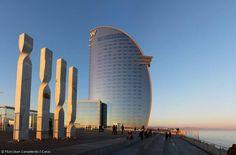 El Hotel W es uno de los más destacados de la ciudad postolímpica, con la renovación del Puerto de Barcelona