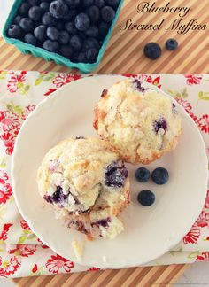 Blueberry Streusel Muffins is the perfect weekend brunch #recipes!  Yum.  by www.whatscookingwithruthie.com #blueberries #breakfast