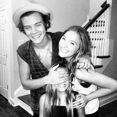 Harry met up with Lennon and Maisy today! They are so cute!