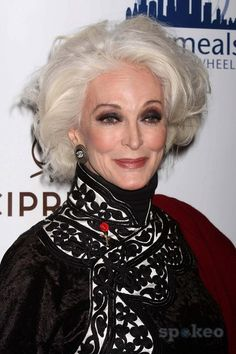 Carmen Dell'orefice Carmen Dell'orefice, Going Gray Gracefully, Aging Gracefully, Francesco Scavullo, Richard Avedon, Sandro, Older Models, Advanced Style, How To Wear Scarves