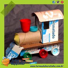 Locomotiva - Veja como é fácil criar esta locomotiva: Caixa de leite, rolo de papel, caixa de pasta de dente e tampinhas diversas