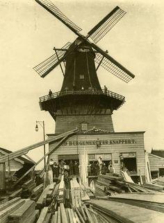 Houthandel Firma van der Elst met molen de Oud Burgemeester Knappert.