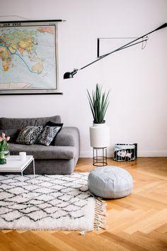 Masha Sedgwick – Flos 265 | Berberteppich The Knots | Altbau | interior style