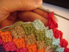 Diagonal Crochet Blanket Tutorial in english by http://fantaisiesdeflo.canalblog.com (also available in french)