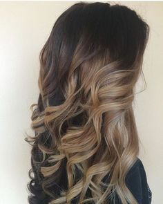 Lindo Castanho iluminado com Blondorfreelights @wellaprobrasil @wellahair @wella #cassiolopez #cassiolopezhairlounge #loirasdolopez #blonde #blondorfreelights #blondor #morenailuminada