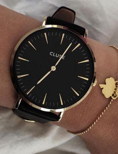 Black and glod Cluse watch #minimal #yellowgold