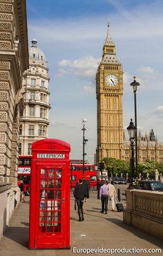 Cuadro rojo británico clásico teléfono y Big Ben en Londres en Reino Unido