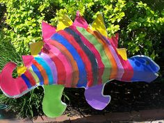Colorful Dinosaur craft. Fun for boys and girls to make. Let their imagination go wild. #Dinosaur #Craft #Preschool