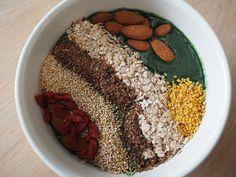 Smoothie Bowls sind eine super Angelegenheit, wenn du ein frisches, gesundes Frühstück haben möchtest. Du kannst deiner Kreativität dabei völlig freien Lauf lassen.