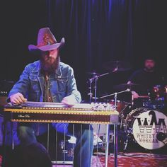 This talented #mofo right here #steelguitar #badass @brettrobinsonmusic @slimssf #sanfrancisco #countrymusic #WhitneyMorgan #RolltideRoll by bamawooski https://www.instagram.com/p/BFTFDPpR4rB/ #jonnyexistence #music