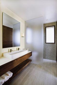 Nice texture of the wood from this #minimalist #bathroom \ Via Los Padres Residence by AB design studio, inc. \ Santa Barbara, United States