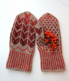 Update 28th of May 2014: This pattern is now available as a FREE Raverly download! More about the shades used: Aarni Red Selection 3647: dyed with madder (norsk: krapp) Aarni Orange Selection 3060...