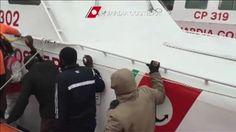 (agr)  Potrebbero essere oltre trecento i  migranti morti nel naufragio avvenuto nel canale di Sicilia. Secondo il racconto dei sopravvissuti quattro gommoni sarebbero stati travolti dalle onde