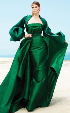 Must-Have: Romantic Retro Glam Evening Gowns by Fouad Sarkis Couture Green Evening Gowns, Long Sleeve Evening Gowns, Green Gown, Evening Dresses, Classy Evening Gowns, Designer Evening Gowns, Evening Attire, Romantic Evening, Long Formal Gowns