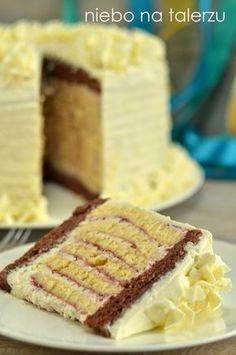 Upatrzyłam sobie ciekawie wyglądający tort  (tu) . Sposób zawijania pojęłam dość szybko i metodą empiryczną, ponieważ znaleźć przepisu nie u... Polish Desserts, Polish Recipes, Cookie Cake Decorations, Cake Decorating, Baking Recipes, Cake Recipes, Creative Desserts, Sweets Cake, Pudding Cake