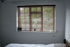 Quality venetian blinds at affordable price. Want to add a sense of style and natural warmth, add richness to any areas in your home get Venetian Blinds Windows Me, Blinds For Windows, Types Of Blinds, White Blinds, Blackout Shades, House Blinds, Bamboo Blinds, Window Dressings, Bay Window