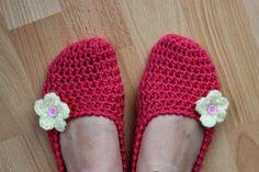 Crochet Shoes, Slippers, Relax, Fashion, Moda, Fashion Styles, Slipper, Fashion Illustrations, Flip Flops