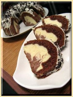 Two-tone cheesecake wreath Czech Desserts, Yummy Treats, Yummy Food, Cake Recipes, Snack Recipes, Best Cake Ever, Czech Recipes, Bunt Cakes, Cake With Cream Cheese