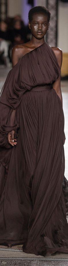 Spring 2018 Haute Couture Giambattista Valli Fashion Week 2018, Grey Pencil Skirt, Runway Fashion, Fashion Trends, Colorful Fashion, Feminine Fashion, Giambattista Valli, Pantone Color, Beautiful Gowns