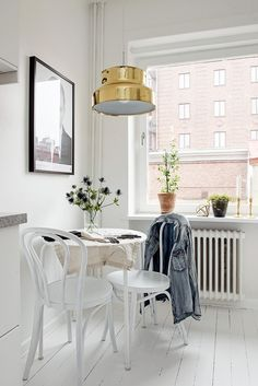 Kitchen with a golden touch - via cocolapinedesign.com