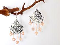 Boucles argentées éventail 5 perles nacre pêche naturelles Bijoux Design, Creations, Engagement Rings, Cute, Wedding, Decor, Beads, Fantasy, Locs