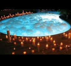 awe.how romantic.  Candles,pool of bubbles♡