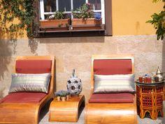 Conjunto de tumbonas de madera de teca, bonito y cómodo.