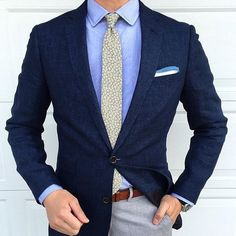 We love suits so much that we dedicate this board to incredible styles and icons… Gentleman Mode, Gentleman Style, Terno Slim, Suit Combinations, Style Masculin, Mens Fashion Blog, Suit Fashion, Fashion Clothes, Shirt Tucked In