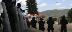 Manifestantes del Frente Todos Unidos contra Grupo México
