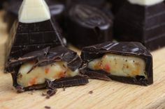 Fyldte chokolader med hvid chokolade og havtorn